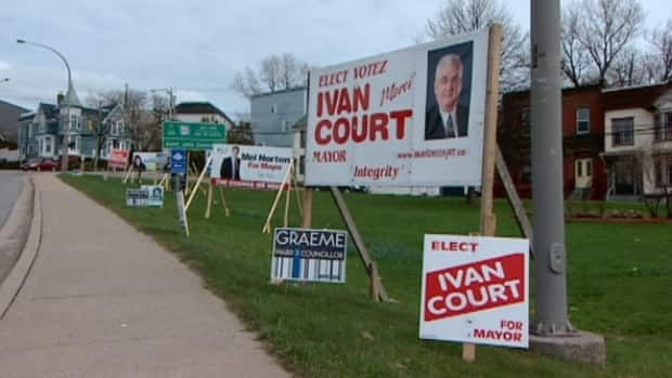 Ivan Court is running for re-election in the May 14 election. His management style is being harshly criticized by Deputy Mayor Stephen Chase. (CBC)