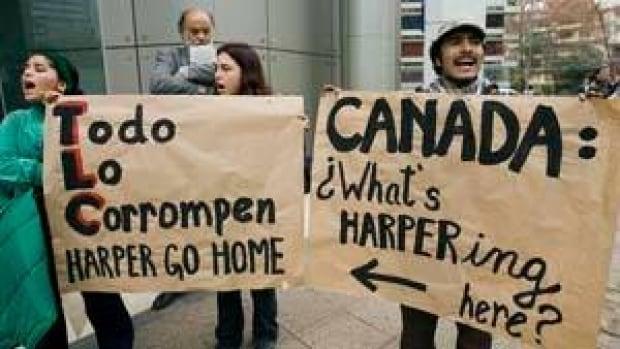 si-harper-barrick-protest-3312694
