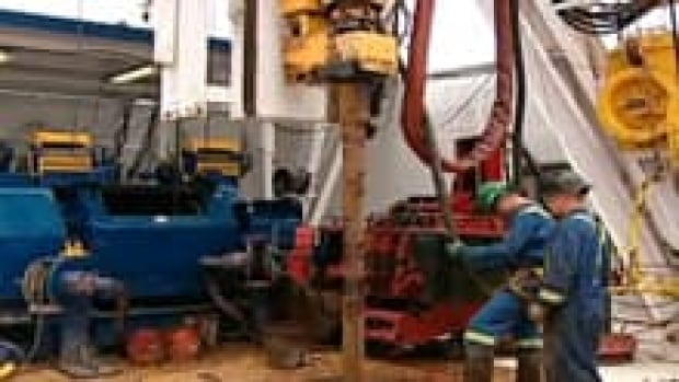 nb-shale-gas-workers-220
