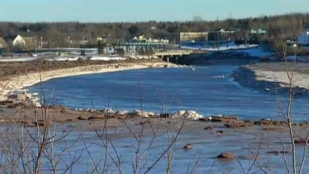 A newly-released report reveals a bridge over the Petitcodiac River could increase the risk of flooding in the area.