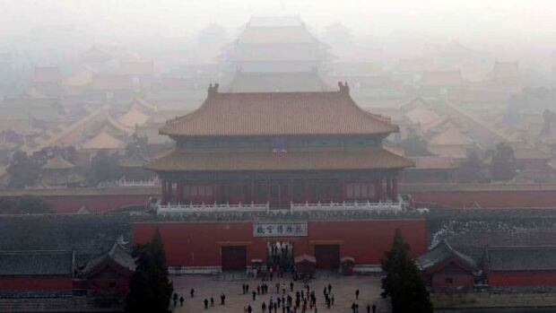 China's State Council says it wants to reduce pollution emissions by at least 30 per cent in heavy-polluting industries by the end of 2017.