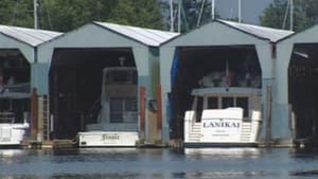 hi-bc-120731-boat-moorage-4col
