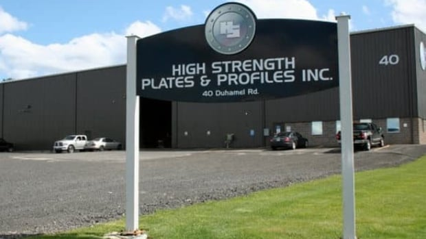 A worker at High Strength Plates and Profiles Inc. in Lively, near Sudbury, was killed after a metal plate he was transporting came loose and crushed him, police report.