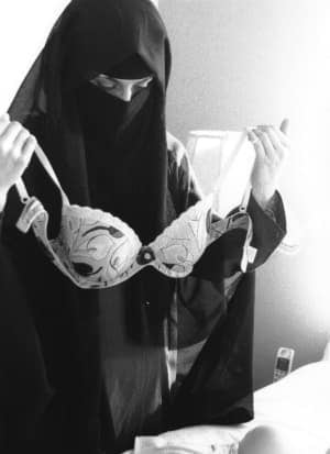 si-bc-120412-niqab-photo-bra-muslim