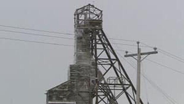 mi-giant-mine-siding-removed