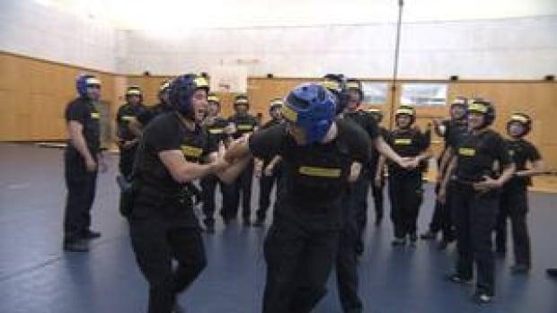 hi-bc-130402-handcuffs-justice-police-simulation-1-4col