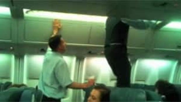 300-air-canada-crew-zurich