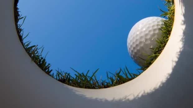 Thunder Bay city council has decided to keep fees the same at its Municipal Golf Course. Some wanted council to approve lowering fees to attract new golfers to the golf course, which is slated for closure.