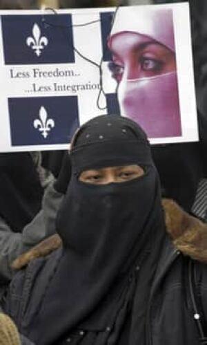 si-220-bill94-protest-8503675