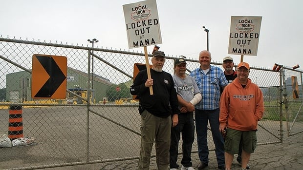 Tim Blackborow (left), chair of the United Steelworkers Local 1005's MANA unit, alongside other picketing workers outside the Max Aicher North America in Hamilton's east end Wednesday morning.