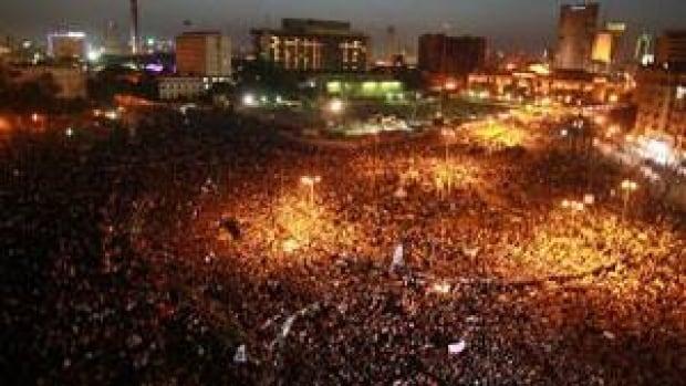 si-300-tahrir-protest