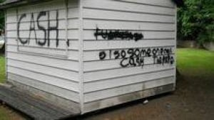 hi-bc-130722-revelstoke-graffiti-3col