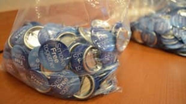 mi-smoke-free-buttons-300