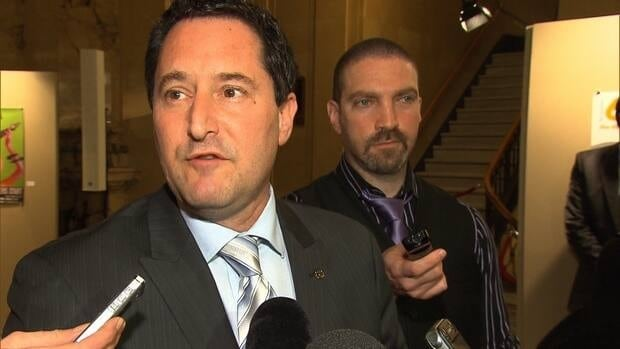 Michael Applebaum is considering running for mayor after resigning from Montreal's executive committee over an internal working document he said was supressed by the committee.