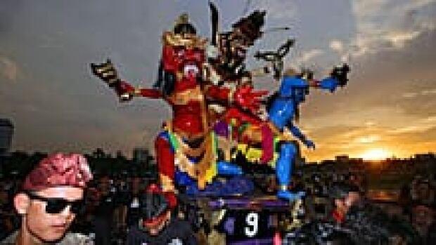 ii-hinduparade-220-cp-04121