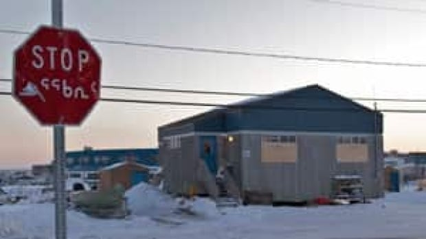 mi-kuujjuaq-shooting-house-vincent-desrosiers