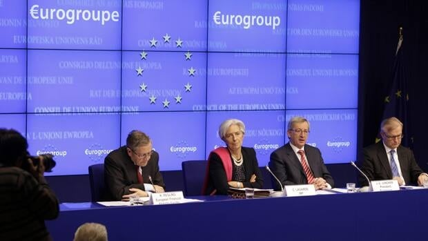 Klaus Regling (left), chair of the European Financial Stability Facility, Christine Lagarde, managing director of the International Monetary Fund, Luxembourg Prime Minister Jean-Claude Juncker and Olli Rehn, EU commissioner for economic affairs (right), hold a news conference in Brussels Tuesday after countries that use the euro agreed to save Greece from a default next month.