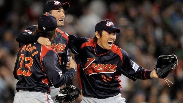 Seiichi Uchikawa, right, Ichiro Suzuki and Norichika Aoki (23) exult in winning the World Baseball Classic on March 23, 2009.