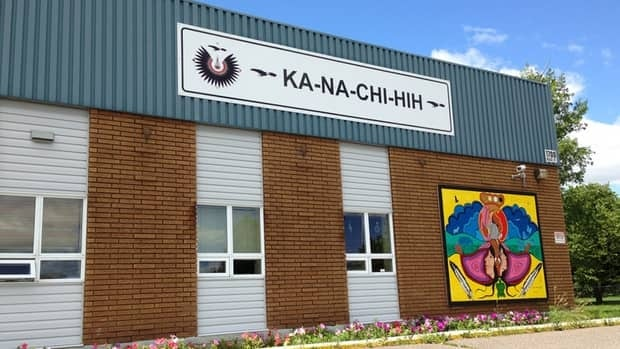 Ka-Na-Chi-Hih is a solvent abuse treatment centre in Thunder Bay that serves First Nation Youth, aged 16 to 25. A twelve bed long-term facility, KNCH provides holistic care through traditional as well as contemporary treatment methods.