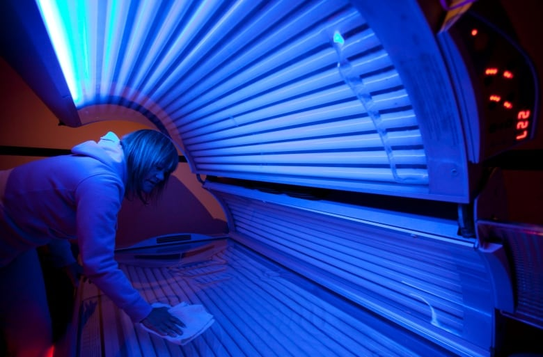 Cancer Risk Rises With Tanning Bed Use Study Says Cbc News