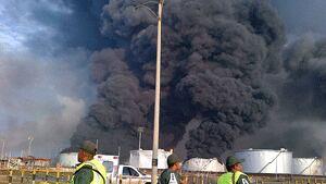 si-refinery-smoke-03159779