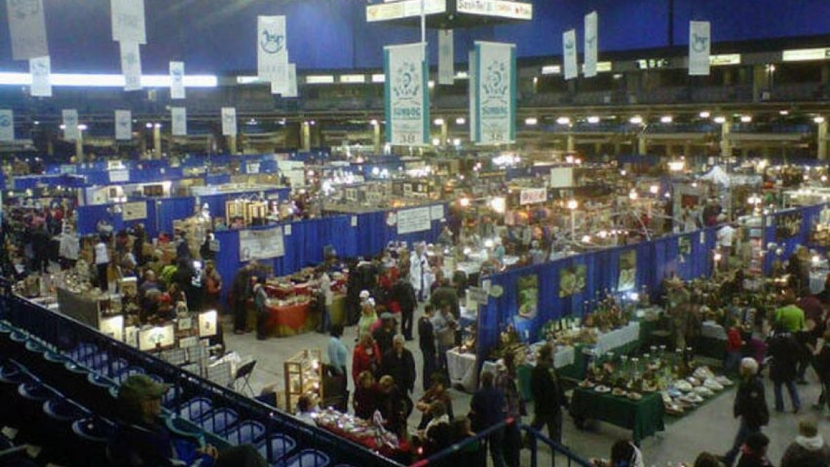 Consumers kick off christmas shopping at saskatoon craft for Craft fairs in ct december