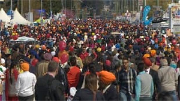 mi-bc-130420-surrey-vaisakhi-crowd-1