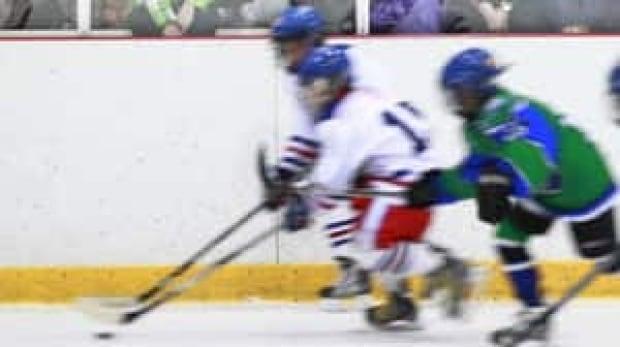 hi-bc-120815-minor-hockey-cp-01934735-4col