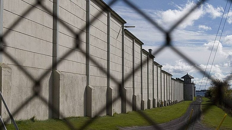 Fewer prisoners escaping federal custody | CBC News