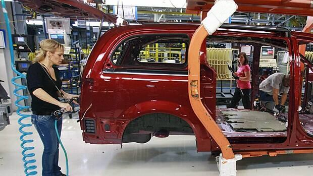 Sales in the motor vehicle assembly industry rose 4.4 per cent to $4.7 billion in August as some plants reported higher-than-usual seasonal increases following scheduled shutdowns in July.