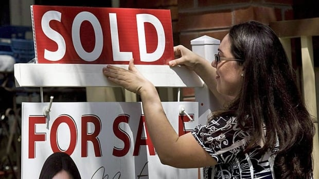 Canadian home prices continued their streak of outsized gains in March, the Canadian Real Estate Association says.