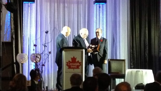 Winnipeg Mayor Sam Katz presented a key to the city to former President of the Soviet Union and Nobel Peace Laureate Mikhail Gorbachev.