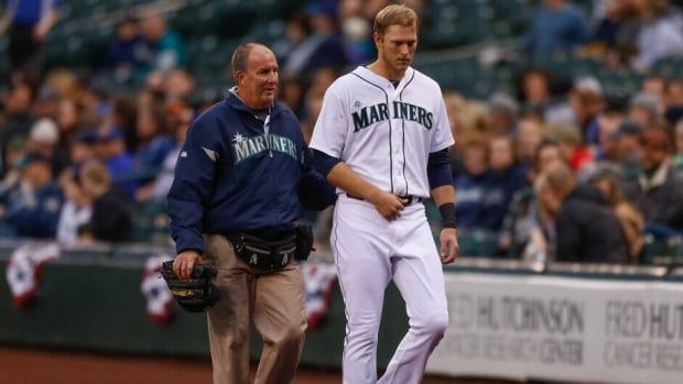 Seattle Mariners outfielder Michael Saunders was hurt Wednesday night in the first inning against Houston when he slammed into the right-field wall catching leadoff hitter Jose Altuve's fly ball.