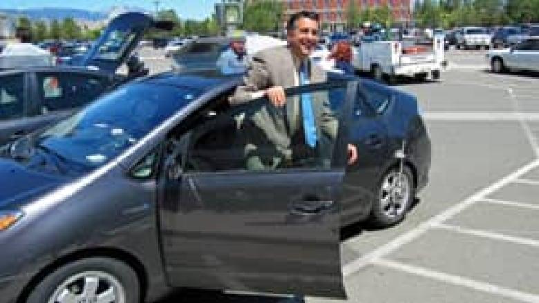 Google's self-driving car tests get Nevada OK | CBC News