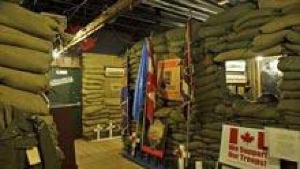 si-nb-bathurst-war-trench-220
