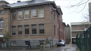 mi-bc-130412-vancouver-west-end-lord-roberts-school-1