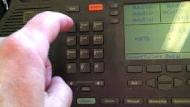 pe-hi-dialing-phone-4col