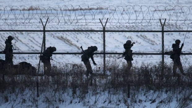 South Korean soldiers check military fences as they patrol near the demilitarized zone separating North Korea from South Korea, in Paju, north of Seoul February 12, 2013. North Korea is vowing to cancel the 1953 Korean War ceasefire because of sanctions and ongoing U.S.-South Korean joint military drills.