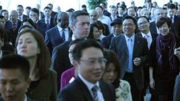 mi-business-crowd-300