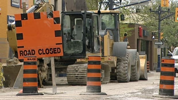 This week will see numerous road closures along Highway 417 east of downtown and in the Lowertown area. (CBC)