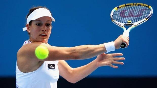 Stephanie Dubois helped Canada's chances with a straight-sets singles win Friday.