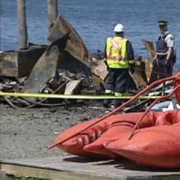 nl-fire-damage-treats-seafood-20130613