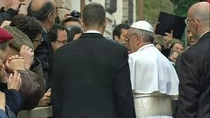 si-pope-walkabout-300-130317