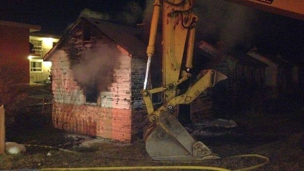 An old cabin on Thunder Bay's Cumberland Street awaits demolition after an early-morning fire.