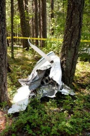 mi-bc-130629-nairn-falls-plane-glider-crash-debris-3
