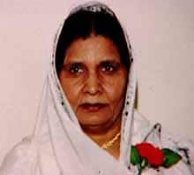 si-sidhu-mother-220