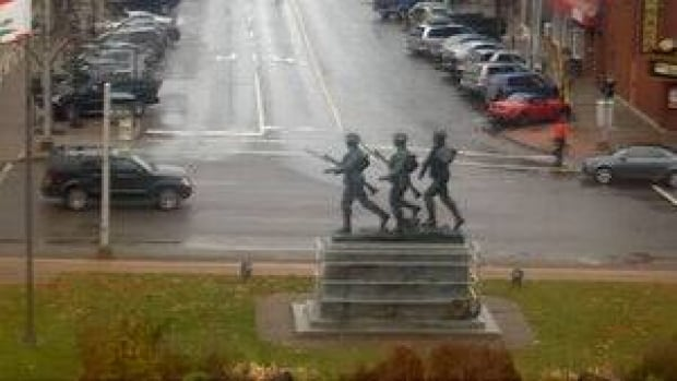 pe-hi-cenotaph-chtown-4col