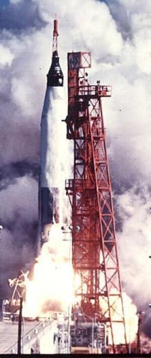 si-glenn-rocket-ap02150933