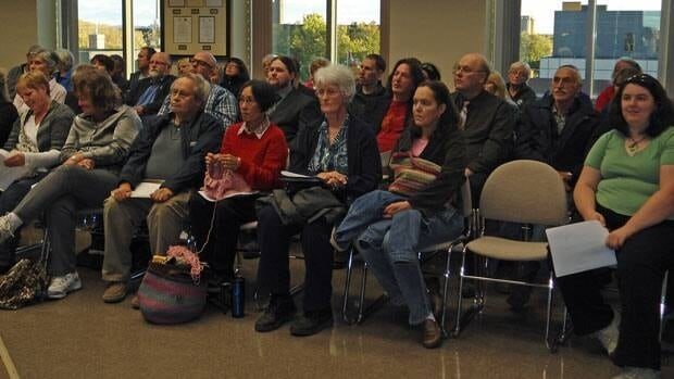 Numerous Thunder Bay residents came forward Monday night to express their support to keep the city's botanical conservatory open.