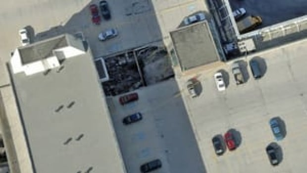 hi-mall-roof-collapse-852-4col